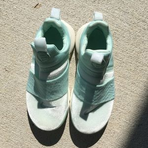 Nike Presto Sneakers - mint green size 2Y